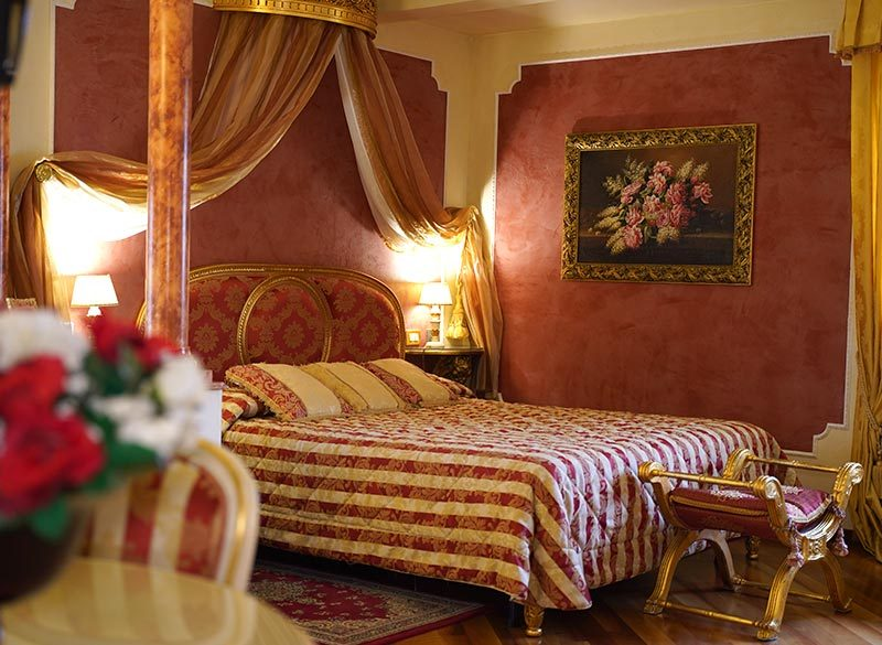 romantic-tuscan-luxury-room